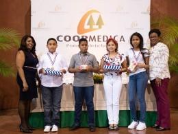Coopmedica  reconoce decenas de alumnos de centros escolares públicos y privados.