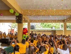 Paliza manifestó que mediante esfuerzos de esa naturaleza, siente una gran satisfacción al poder contribuir en la formación académica de numerosos niños.